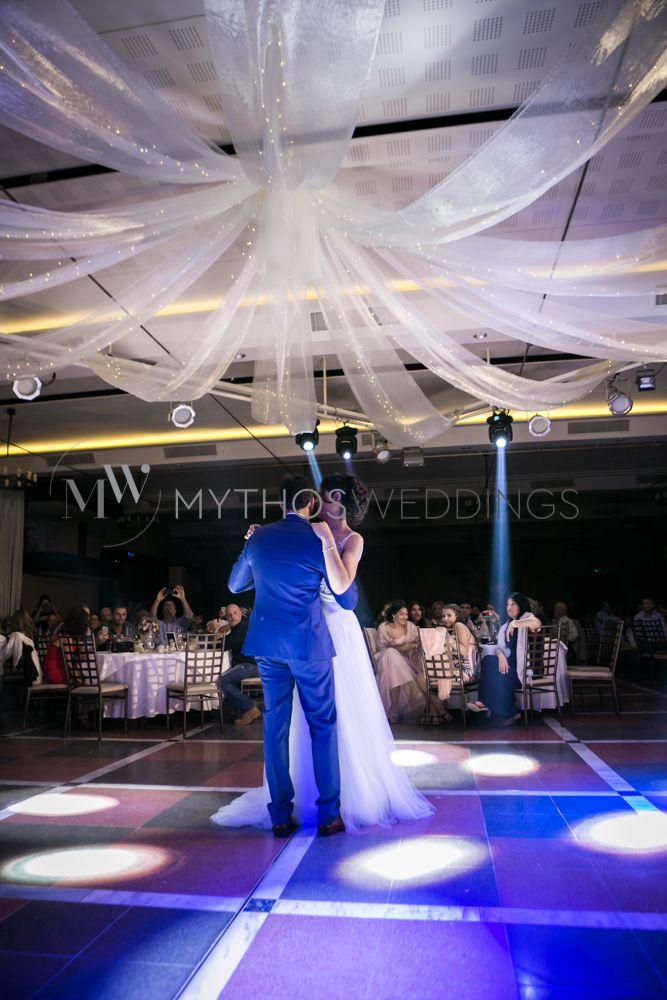 Photoshooting the wedding of Peristera and Vasilis in San Georgi